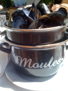 Moules, naturellement... actually no, they're cooked.
